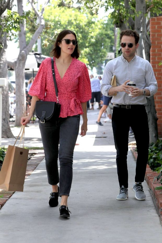 Mandy Moore: Shopping on Melrose Place -02
