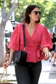 Mandy Moore - Shopping on Melrose Place