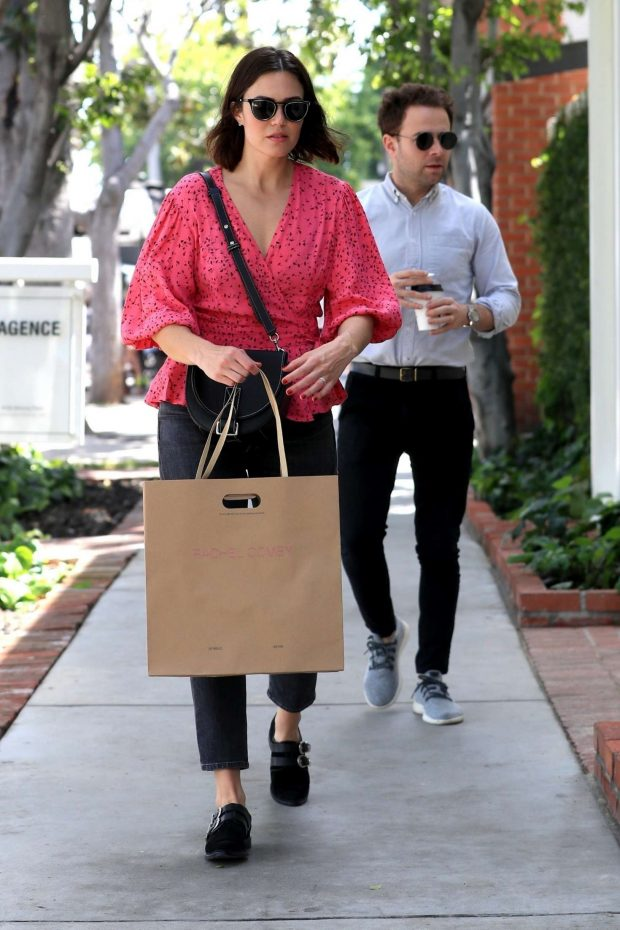Mandy Moore: Shopping on Melrose Place -06