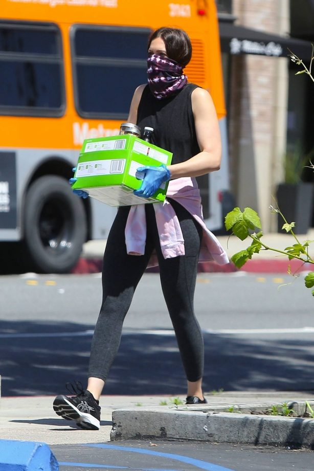 Mandy Moore - Spotted while pickup food at Culture Club 101 in Pasadena