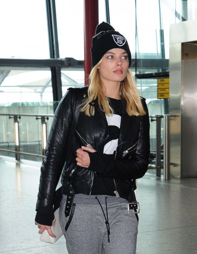 Margot Robbie - Arrives at Heathrow Airport in London