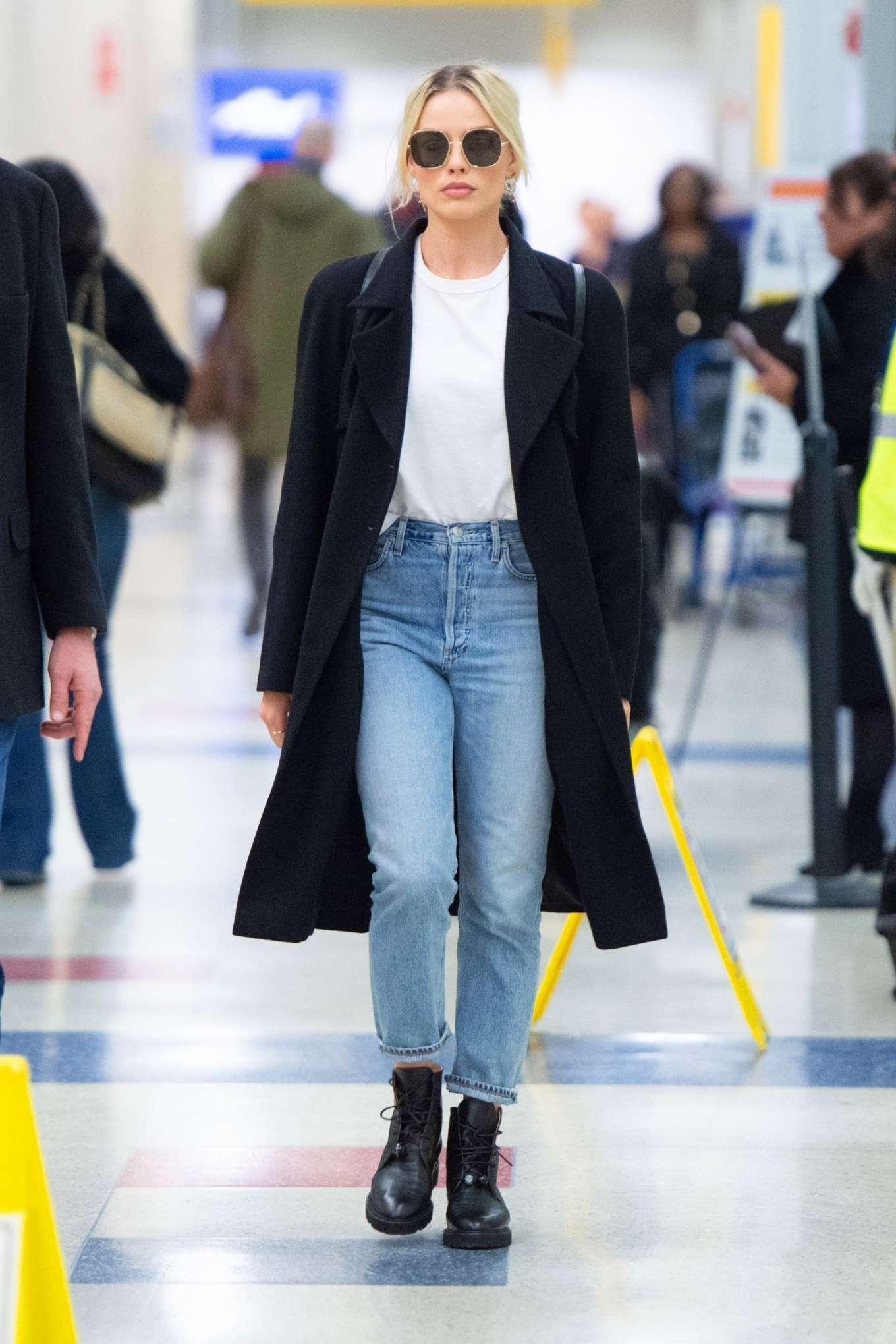 Margot Robbie 2020 : Margot Robbie – Arrives at JFK airport in New York City-01