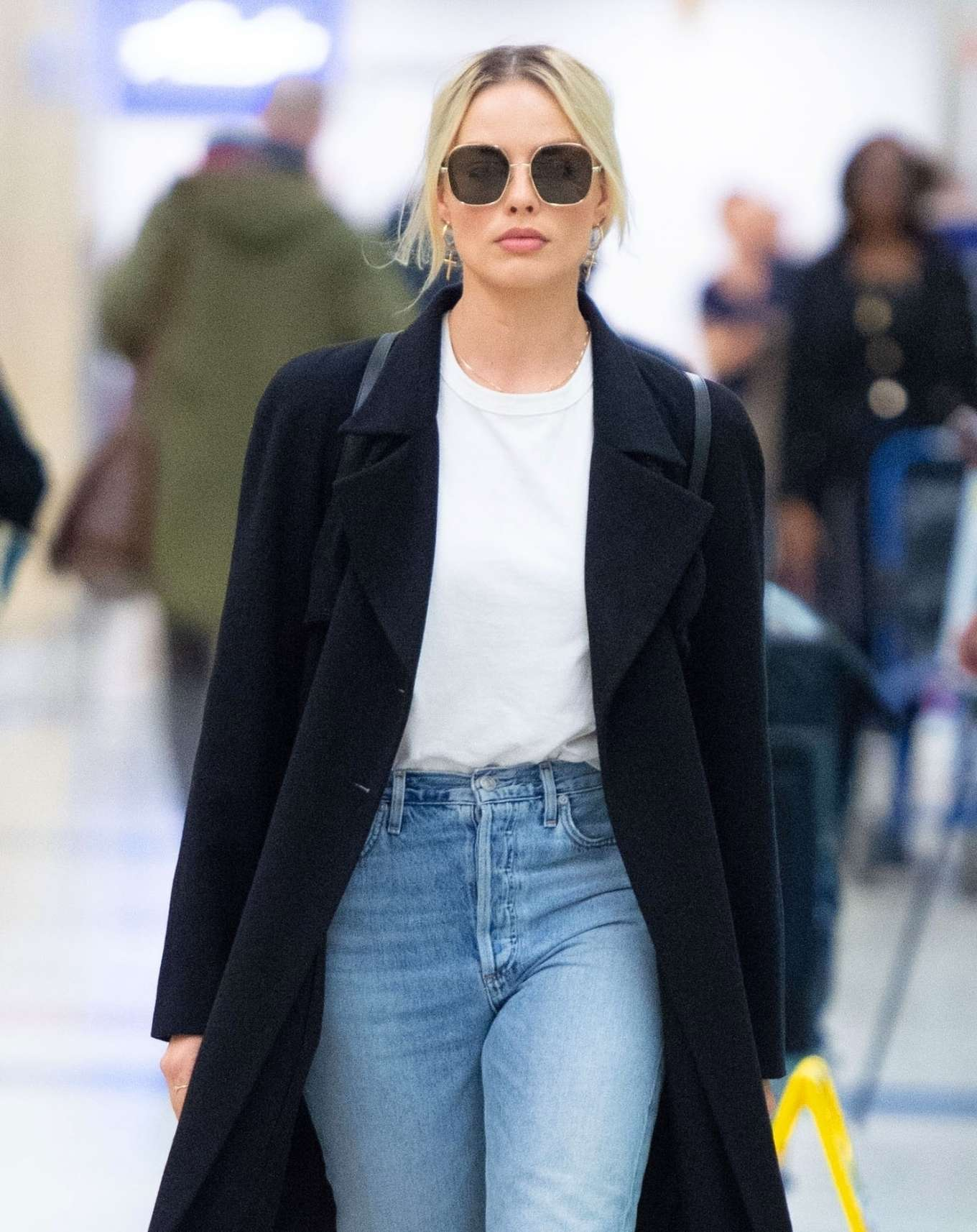 Margot Robbie - Arrives at JFK airport in New York City