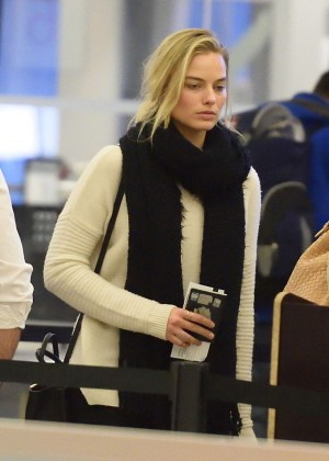 Margot Robbie - Arrives at JFK Airport in NYC