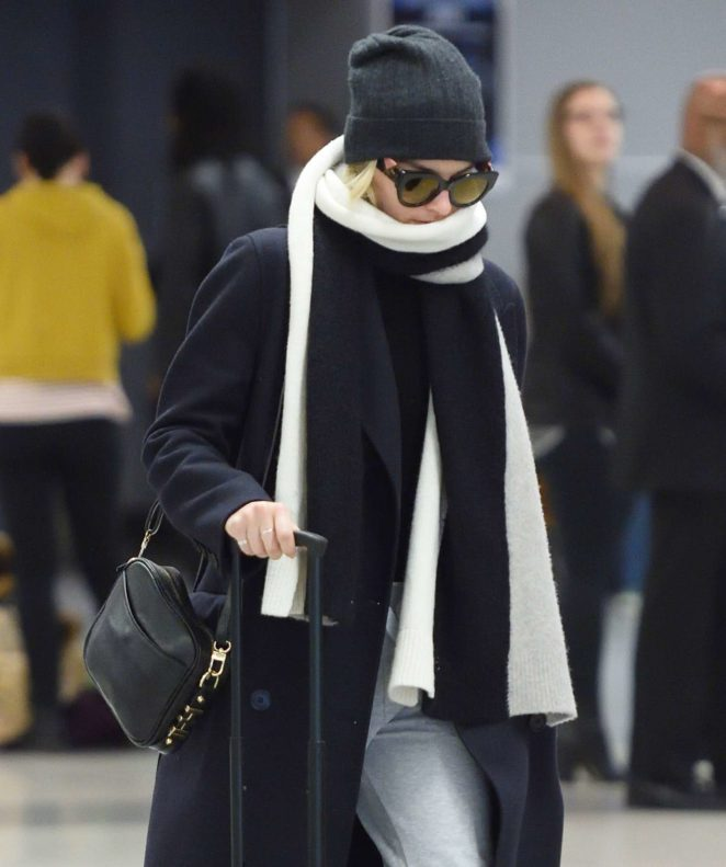 Margot Robbie – Arrives at JFK Airport in NYC