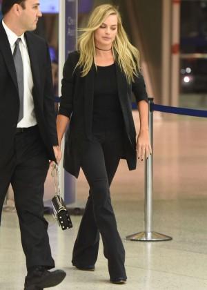 Margot Robbie - Arriving at JFK Airport in New York City