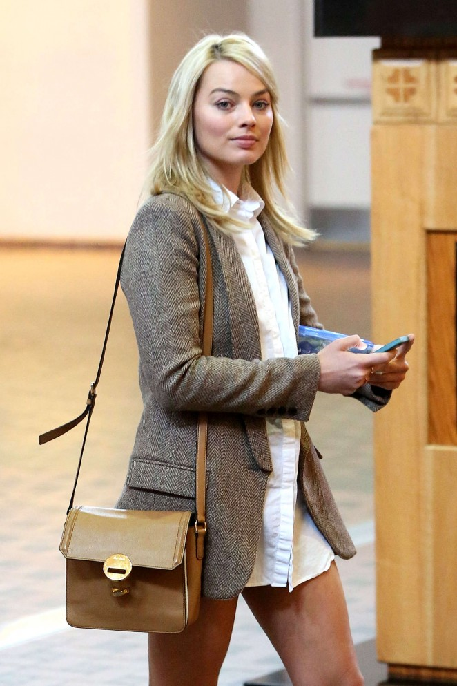 Margot Robbie at Airport in Albuquerque
