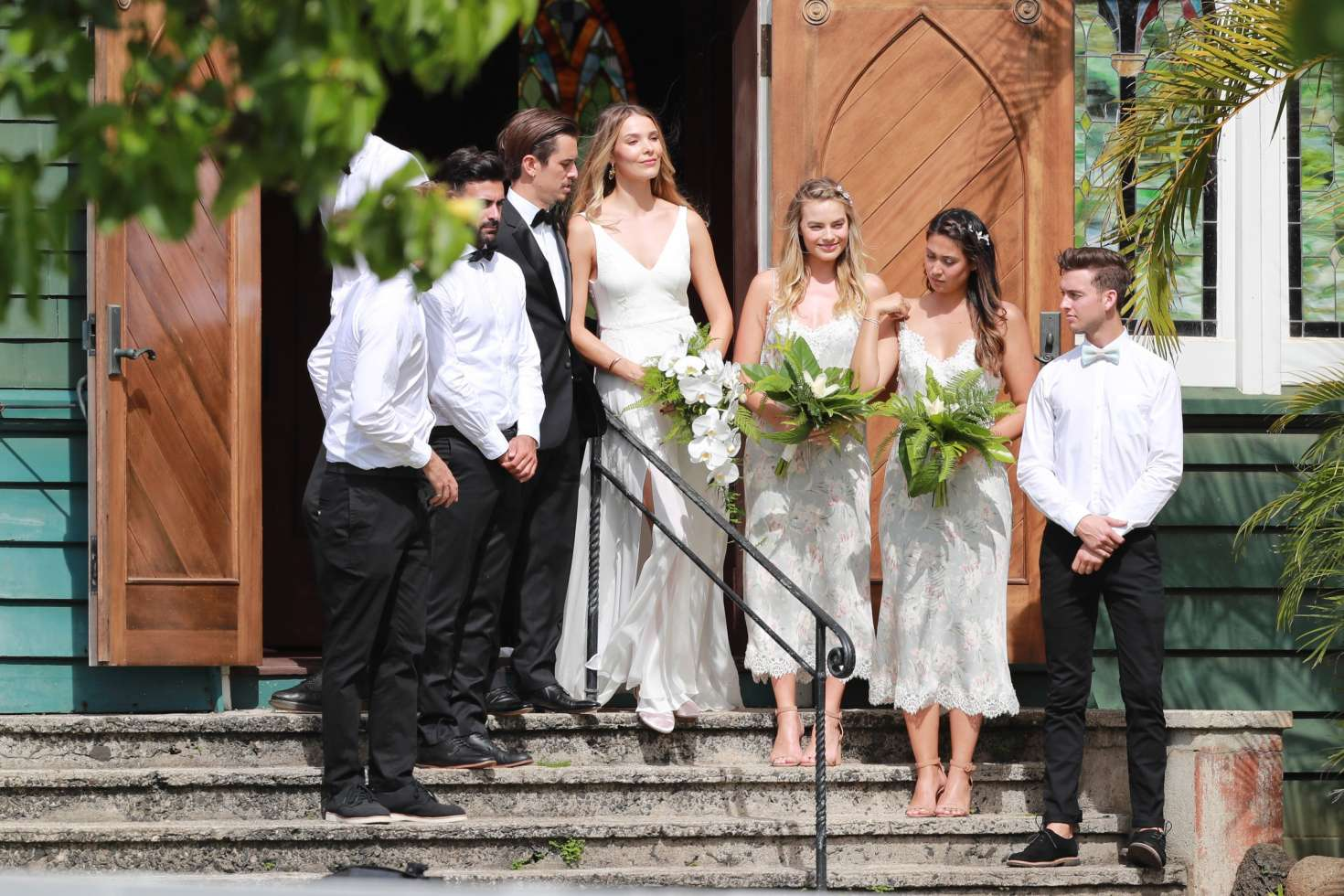 Margot Robbie Wedding.Margot Robbie At Friends Wedding In Kauai 03 Gotceleb