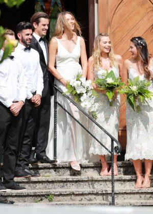Margot Robbie Wedding.Margot Robbie At Friends Wedding In Kauai 29 Gotceleb
