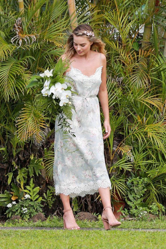 Margot Robbie Wedding.Margot Robbie At Friend S Wedding In Kauai Gotceleb