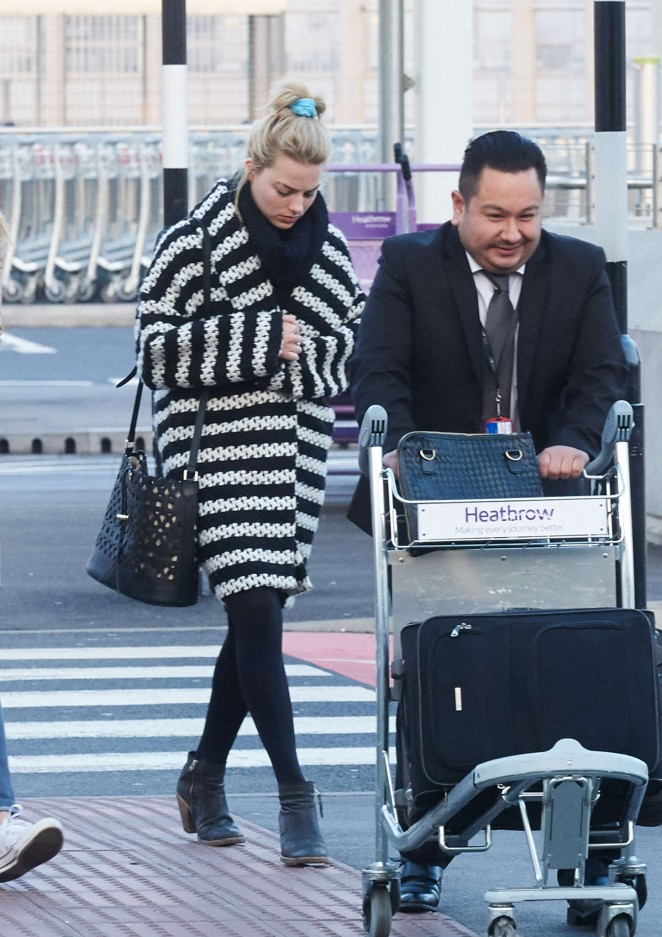 Margot Robbie at Heathrow Airport -02
