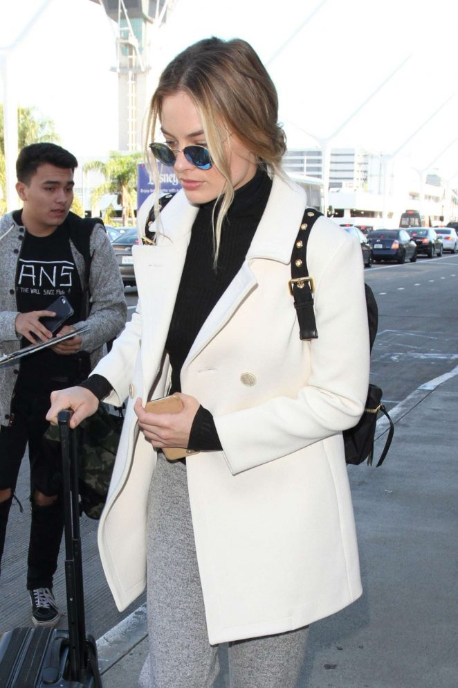 Margot Robbie at Los Angeles International Airport