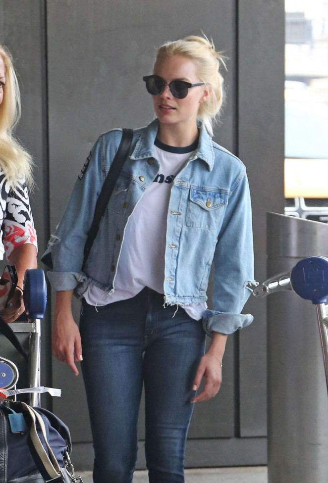 Margot Robbie in Jeans at Newark airport in New Jersey