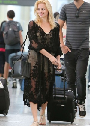Margot Robbie at Pearson International Airport in Toronto
