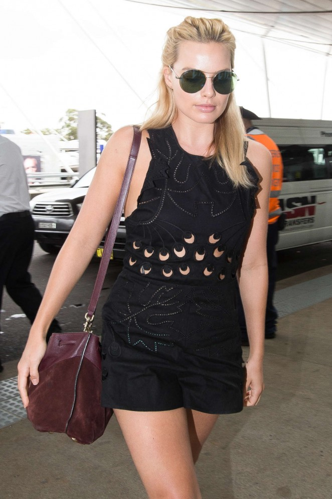 Margot Robbie at Sydney Domestic Airport