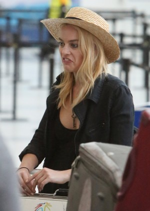 Margot Robbie at Toronto International Airport