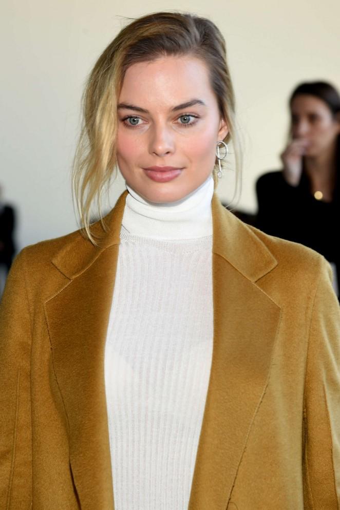 Margot Robbie – Calvin Klein 2016 Fashion Show in NYC