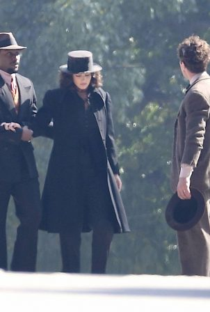 Margot Robbie - Filming 'Canterbury Glass' in Los Angeles