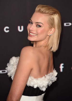 "Margot Robbie - ""Focus"" Premiere in Los Angeles"
