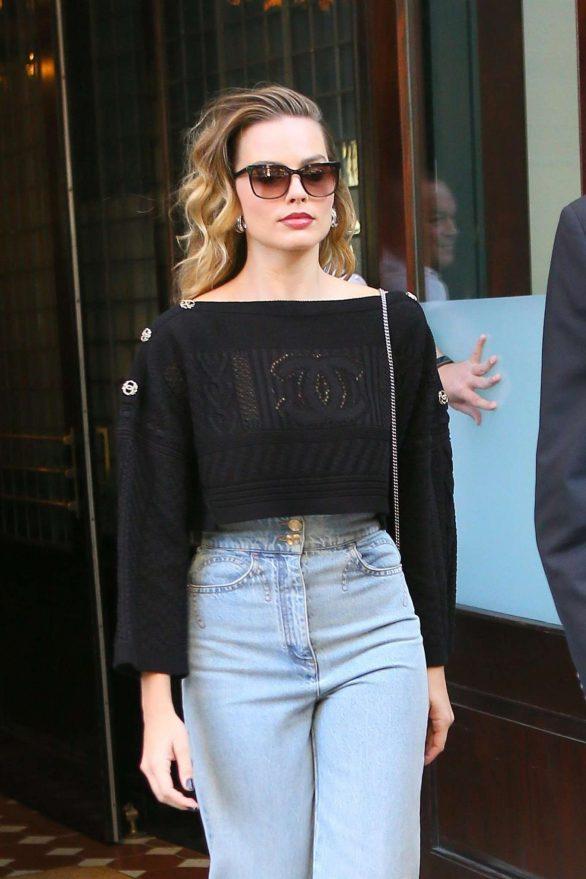 Margot Robbie - Heading to New York Comic Con