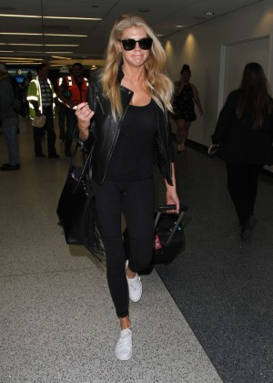 Margot Robbie in Black at LAX Airport -03
