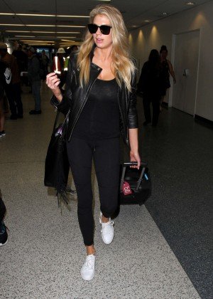 Margot Robbie in Black at LAX Airport -05