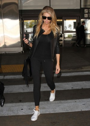Margot Robbie in Black at LAX Airport -11
