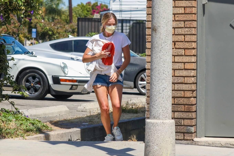 Margot Robbie 2020 : Margot Robbie – In denim shorts visits an office in Santa Monica-02