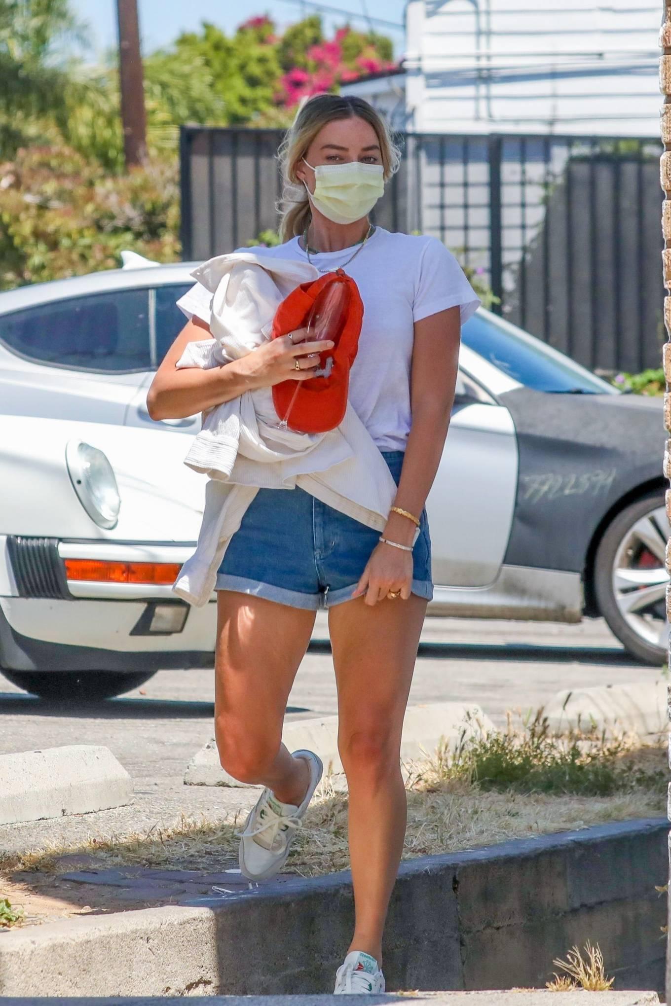 Margot Robbie 2020 : Margot Robbie – In denim shorts visits an office in Santa Monica-05