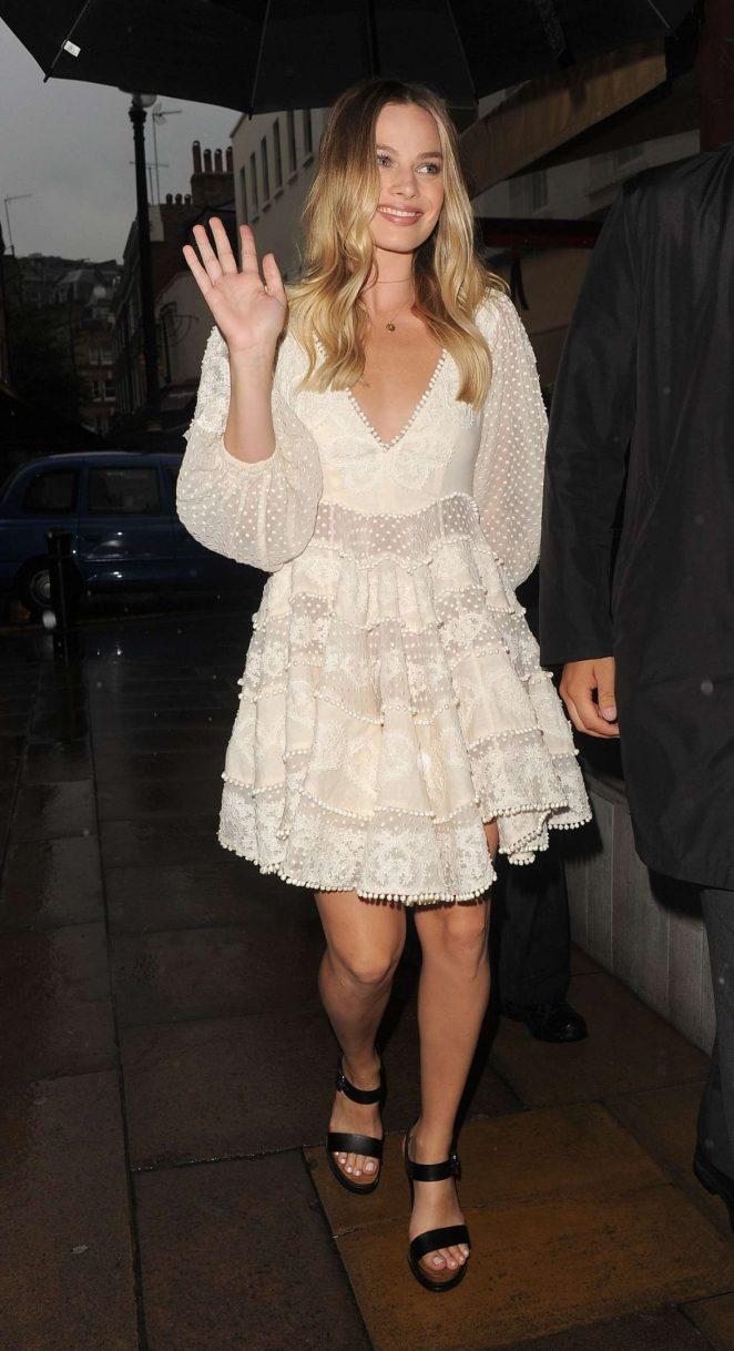 Margot Robbie in White Dress -05