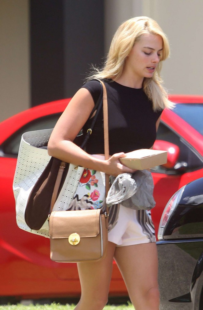 Margot Robbie in Short Shorts Leaving the Gym in Australia