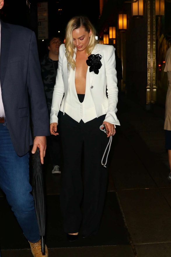 Margot Robbie - Leaving The Polo Bar in New York