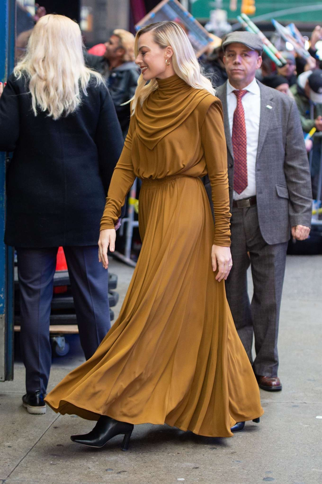 Margot Robbie - looks stunning as she greets fans in New York