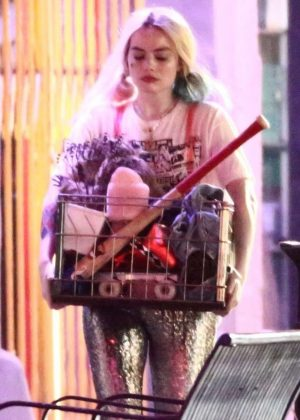Margot Robbie - On 'Birds Of Prey' Set in Los Angeles
