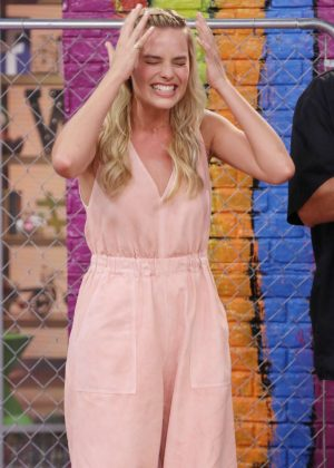 Margot Robbie - On the Set of Univision's 'Despierta America' in Miami