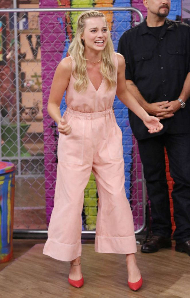Margot Robbie: On the Set of Univisions Despierta America -12