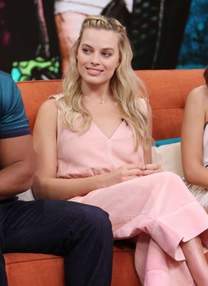 Margot Robbie: On the Set of Univisions Despierta America -13