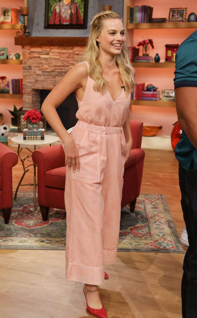 Margot Robbie: On the Set of Univisions Despierta America -20