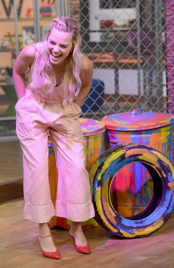 Margot Robbie: On the Set of Univisions Despierta America -24