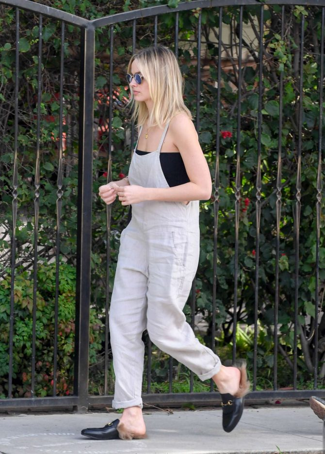 Margot Robbie: Out in Los Angeles -01