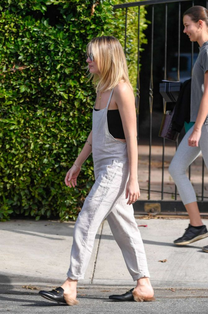 Margot Robbie: Out in Los Angeles -11