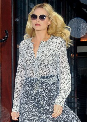 Margot Robbie out in NYC