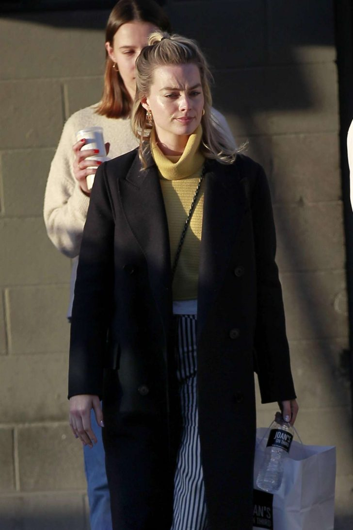 Margot Robbie - Out with her friends in Los Angeles