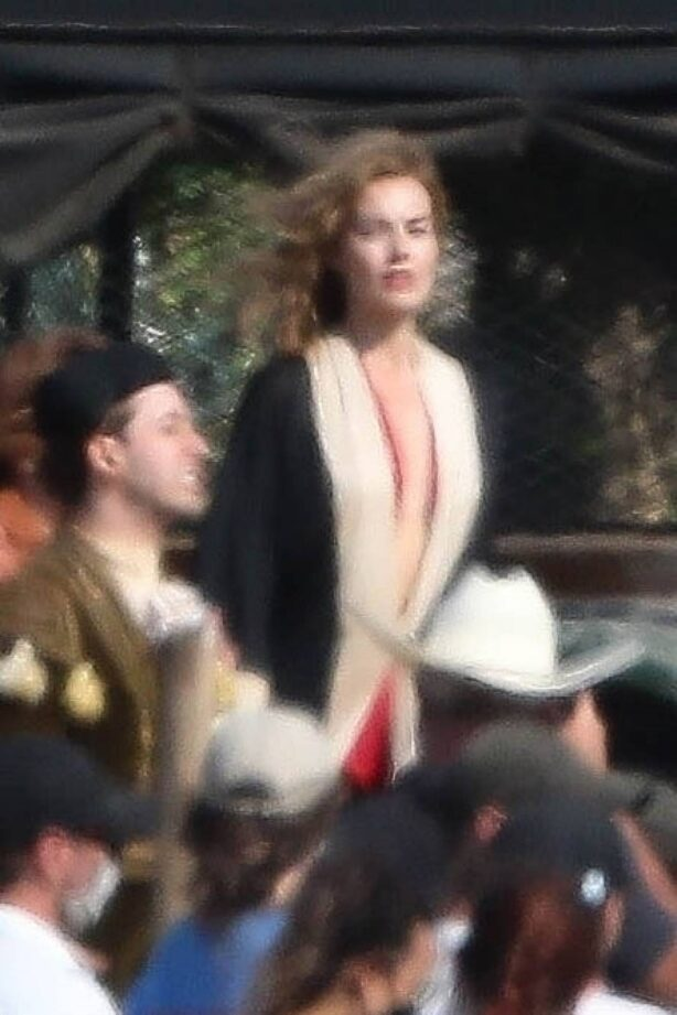 Margot Robbie - Seen on the 'Babylon' set in Los Angeles