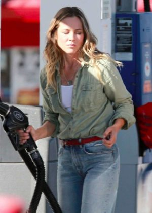 Maria Bello at Gas Station in Studio City