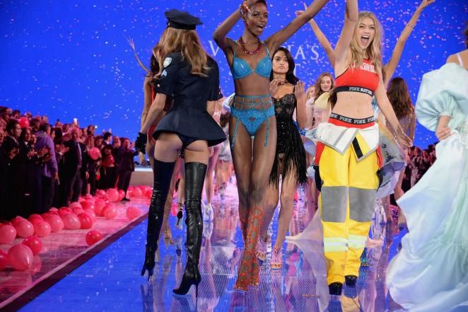 Maria Borges: 2015 Victorias Secret Fashion Show Runway -02