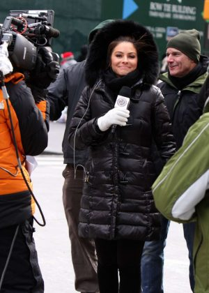 Maria Menounos - Reports the Celebrations in Times Square NYE in NY