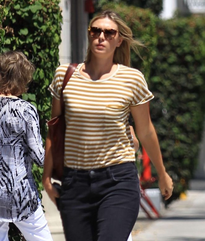 Maria Sharapova out in Los Angeles -01