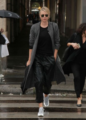 Maria Sharapova out in Paris