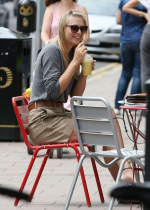 Maria Sharapova - Outside Her Sugarpova Store in Wimbledon Village